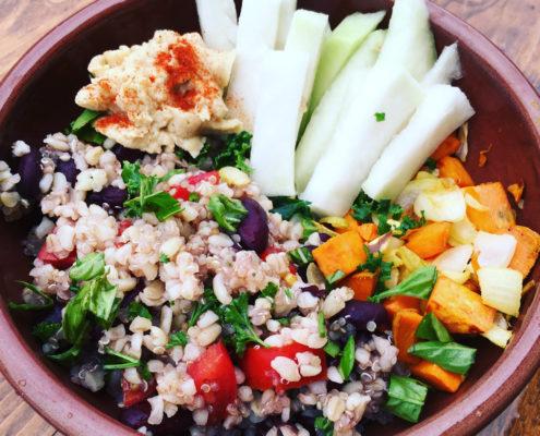 Fazuľový šalát s opraženou zeleninou