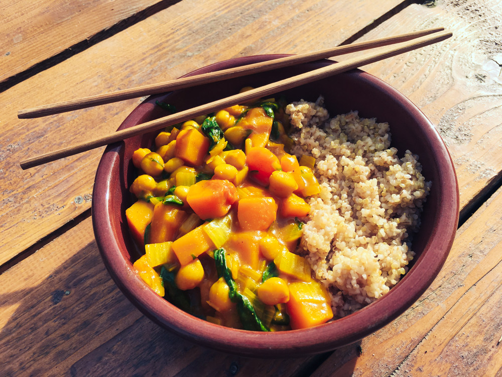 Curry miska s quinou (bez lepku, bez sóje)