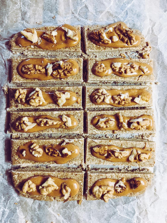 Raw snickers tyčinky
