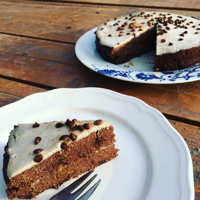 Krémová karobová torta s mladým kokosom