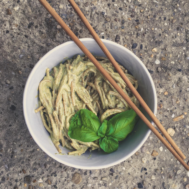 Špagety s bazalkovou omáčkou
