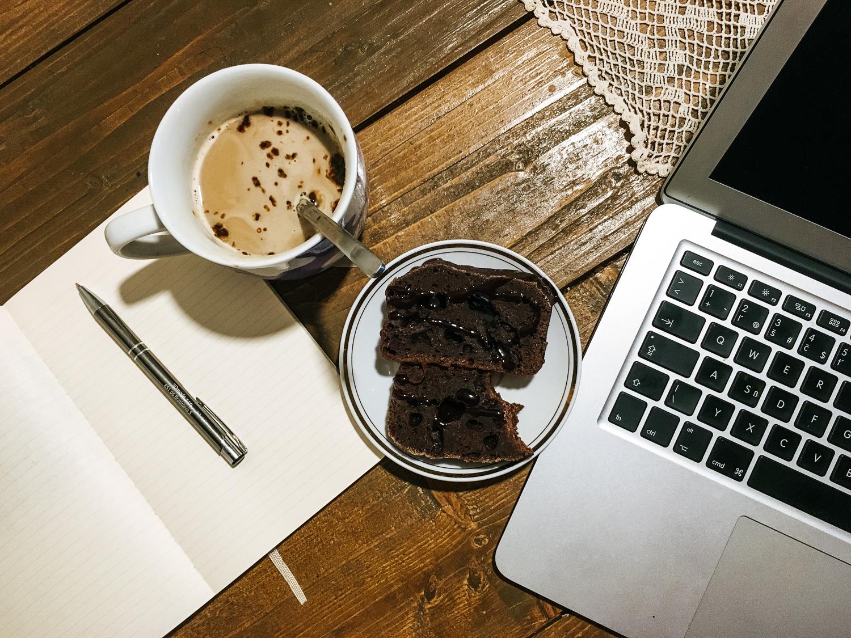 Karobový hutný koláč ku káve