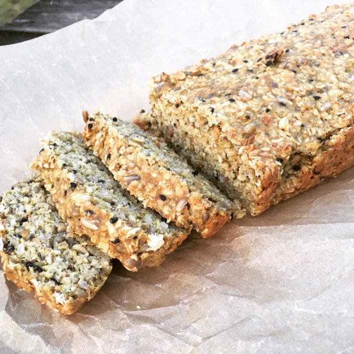 Chlieb z ovesných vločiek a semienok, bez múky a kvasníc