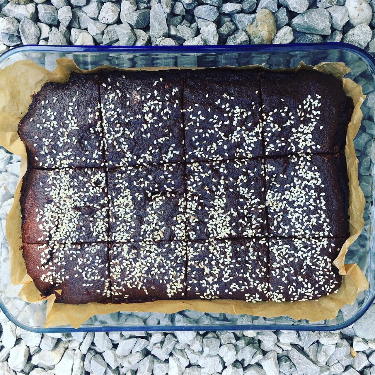 Nadýchaný karobový koláč bez oleja