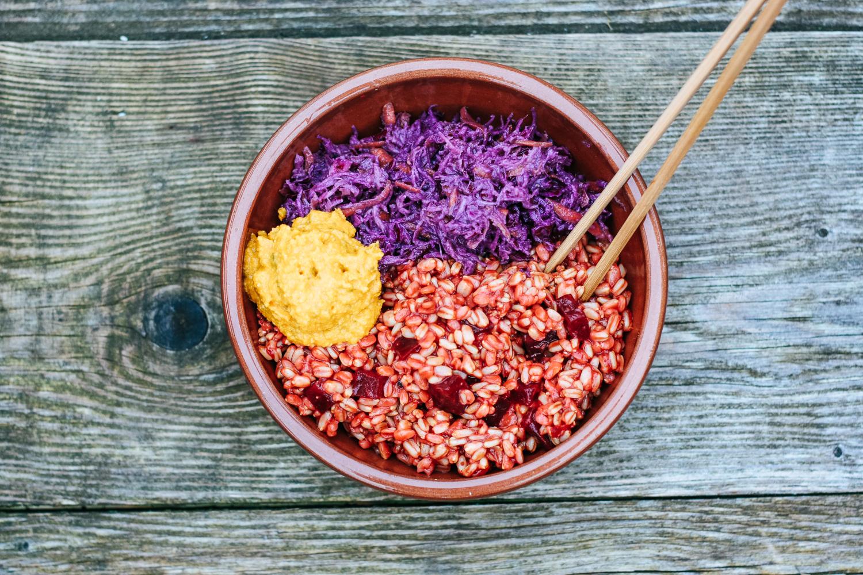 Kapustový šalát s vareným ovsom a cviklou