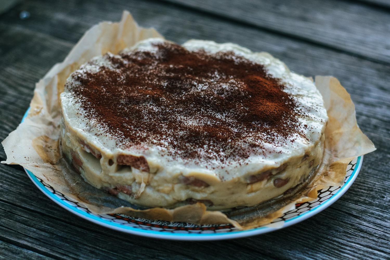Torta s domácimi piškótami, vanilkovým pudingom a banánmi
