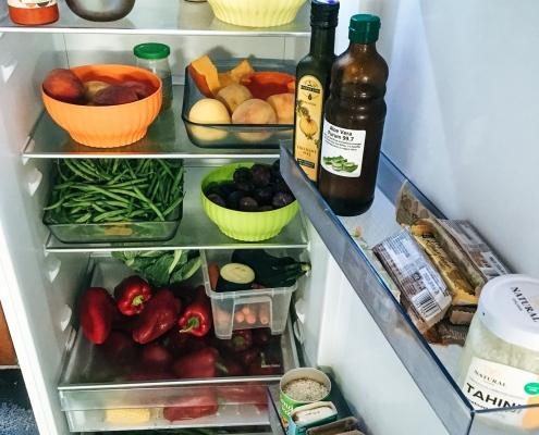 Čo máme v chladničke okrem laku na nechty a horčice