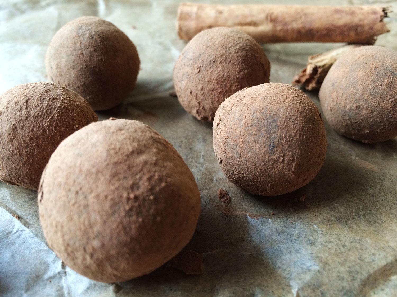 Raw karobovo-škoricové guľky