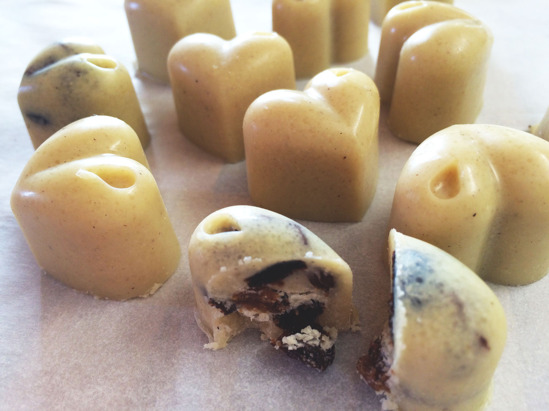 Raw biele čokoládové bonbóny