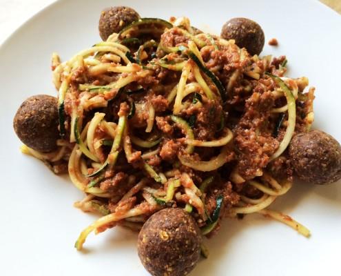 Raw vegan bolonské špagety